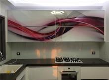 חיפוי זכוכית במטבח