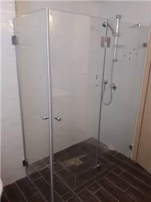 מקלחון פינתי קבוע