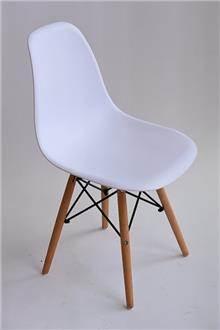 כסא עמוס לבן