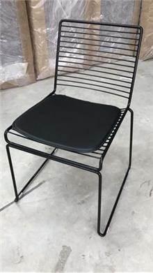 כיסא מתכת מרובע שחור