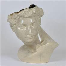 פסל של ראש רומי דקורטיבי