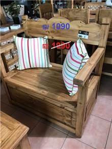 ספסל עץ - הגלריה המקסיקנית