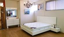 חדר שינה לבן - צף