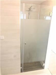 דלת זכוכית למקלחת - קליר תעשיות זכוכית