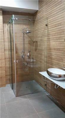 מקלחון זכוכית פינתי - קליר תעשיות זכוכית