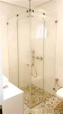 מקלחון פינתי מעוצב - קליר תעשיות זכוכית