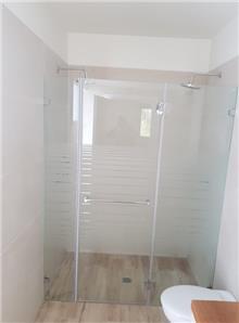מקלחון חזית - קליר תעשיות זכוכית