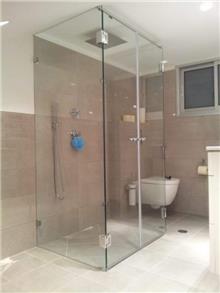 מקלחון אלגנטי - קליר תעשיות זכוכית