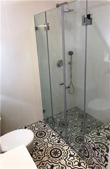 מקלחון מסוגנן - קליר תעשיות זכוכית