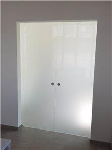 דלתות זכוכית חלבית
