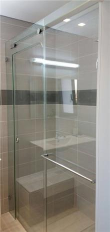 מקלחון חזית זכוכית - קליר תעשיות זכוכית