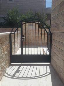 """דלת כניסה מסוגננת  - מסגרית הדודים בע""""מ"""