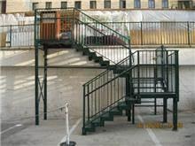 מדרגות מתכת חיצוניות