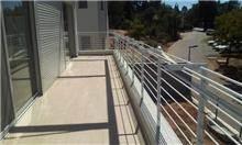 """מעקה ביטחון למרפסת - מסגרית הדודים בע""""מ"""
