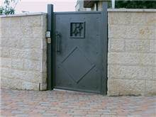 דלת כניסה בעיצוב מרשים