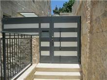 """דלת כניסה בעיצוב אלגנטי - מסגרית הדודים בע""""מ"""