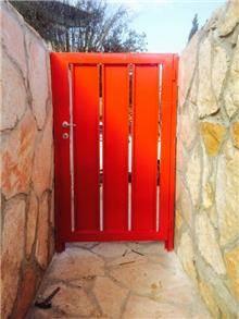 דלת כניסה בעיצוב יחודי