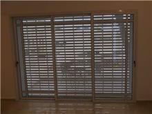 חלון דגם בלגי עם גלילה חשמלית