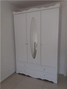 ארון בגדים עם 3 דלתות ומראה