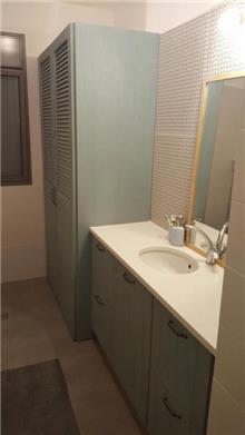 ארון אמבטיה משולב - העיצובים של קורין