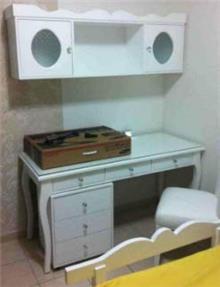 שולחן כתיבה וכוננית עץ מלא - רהיטי נעורים