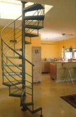 מדרגות לולייניות בשילוב מעקות מעוגלות - קו נבון