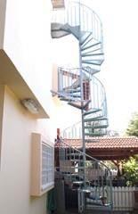 """מדרגות לוליניות """"פח מרוג"""""""