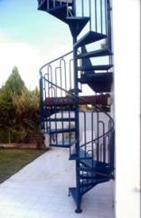 מדרגות לוליניות עם מעקות מעוצבים - קו נבון