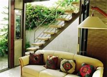 מדרגות עץ עם מעקה נירוסטה - קו נבון