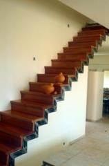 מדרגות עץ דובדבן ישרות