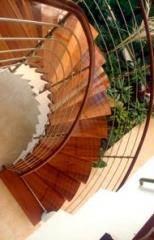 מדרגות לוליניות מעץ דובדבן