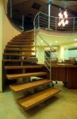 מדרגות לוליניות חומות מעץ בהיר - קו נבון