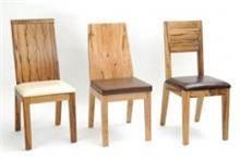 כסאות מעץ אגוז או אלון מובקע