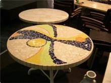 שולחן אמנותי בסגנון גאודי עגול