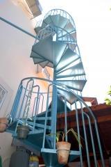 מדרגות לוליניות תכלת - קו נבון