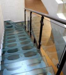 מדרגות ומעקות זכוכית  - קו נבון
