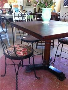שולחן מהגוני