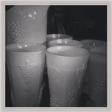 כוסות וקנקן