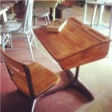 כיסא ושולחן עתיק