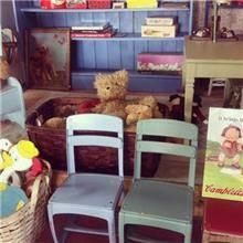 כסאות לילדים בפינת הילדים
