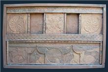 דלת עתיקה בגוון בהיר