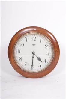 שעון עתיק לקיר