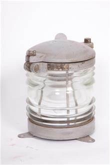 מנורה עשויה נחושת
