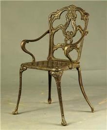 כסא מתכת מוזהב