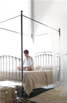 מיטת אפיריון קלאסית SOFIA