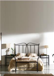 מיטת מתכת בעיצוב קלאסי