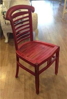 כסא אדום - Treemium - חלומות בעץ מלא