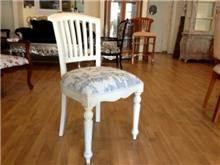 כסא לבן מרופד  - Treemium - חלומות בעץ מלא