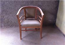 כיסא עץ מרופד