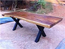 שולחן מעץ
